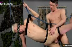 Twinks kezen in suspension kinky