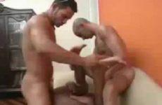 Homo boy word hard van achter genaait in zijn anus