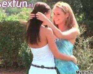 Jo en Zuzana lesbo chicks