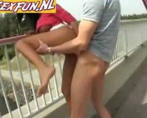 Hoerige sex op een bekende brug