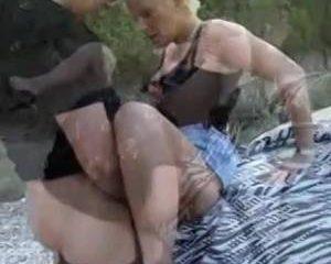 Geile op seks beluste cougar heeft beet