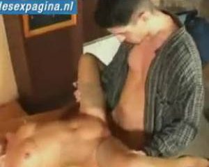 Poolse milf speel voor het eerst in amateur pornfilm
