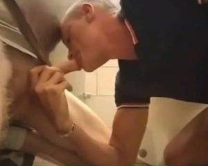 Pik zuigen in de toiletten