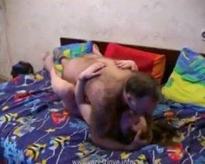 Zoon en vader neuken het geile hoertje